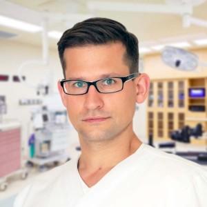 Lek. Maciej Dejnek. Ortopeda Wrocław. Przychodnia we Wrocławiu. Centrum Medyczne PRZYJAŹNI